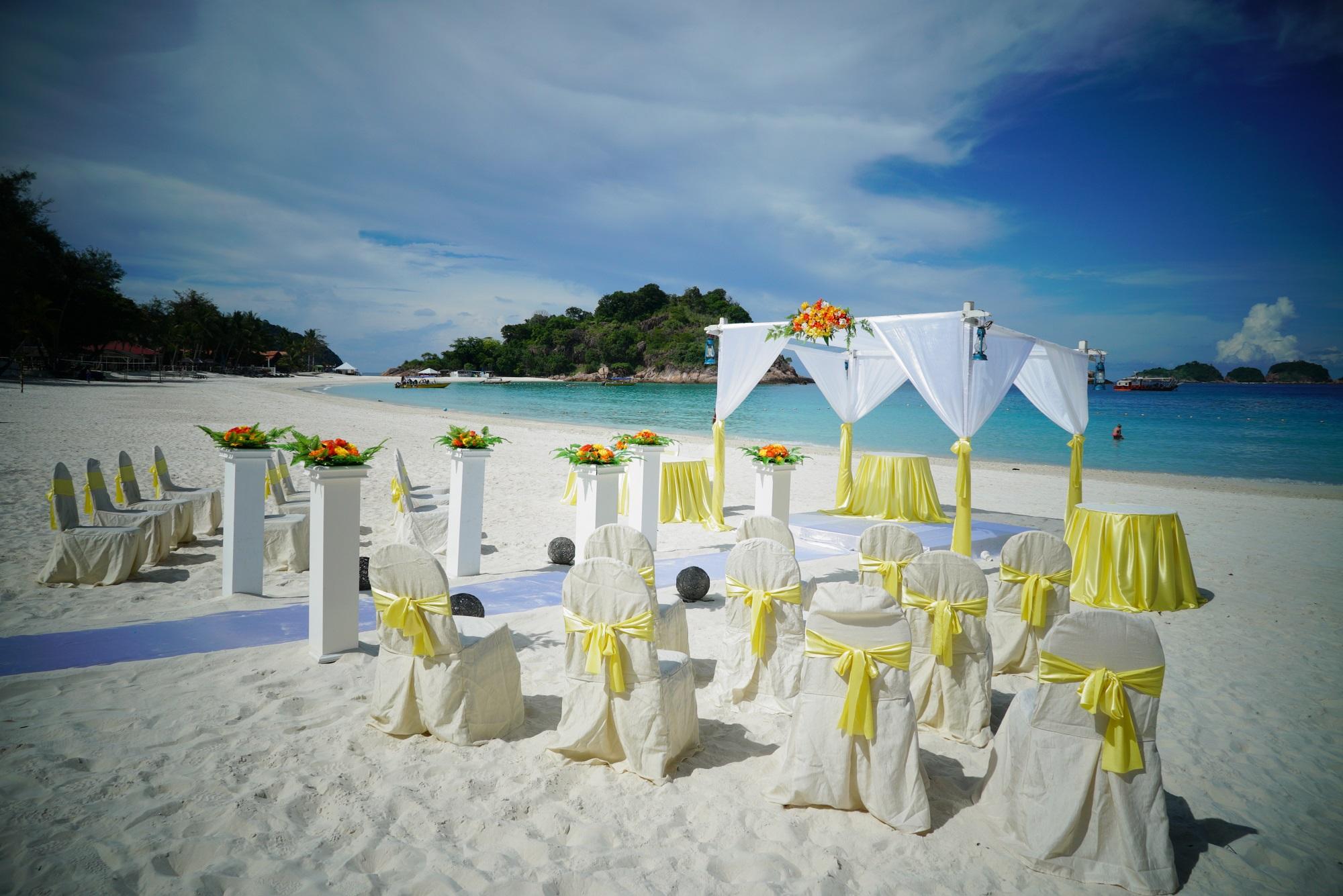 マレーシア レダン島 ビーチウェディング アーチデコレーション